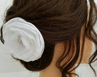 White Flower Hair Clip, Wedding Hair Piece, Bridal Flower Head Piece, Floral Headpiece, Floral Hair Pin, Flower Hair Comb, Wedding Hair