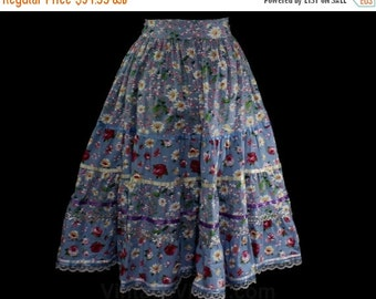 Size 8 Full Skirt - Daisy Print Blue Floral Tiered Cotton Prairie Skirt - Ribbon & Rick Rack - 1980s with 50s Style - Waist 24 to 30 - 46793