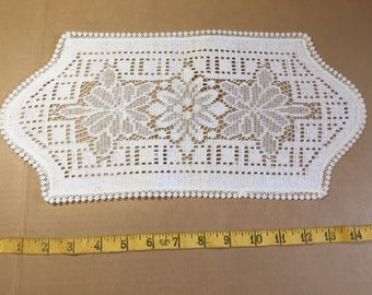 Vintage table runner / placemat / vanity mat / doiley set