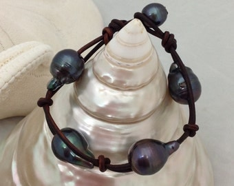 Black Akoya Pearl Bracelet