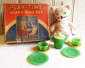 Vintage Play-time Dish Set in Original Box - Child's Tea Party Set - Akro Agate Co.  - Green and Cream - 1930s Antique - 8 Pieces