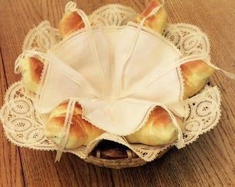 Vintage Battenburg Lace Bread/Bun/Croissant Warmer