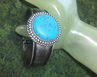 "Vintage 1"" Wide Dark Silvertone Hinged Bangle Bracelet Turquoise Accented"