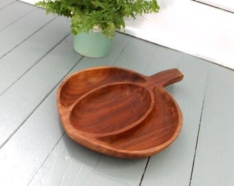 Dinner Time.. Vintage Wood Leaf Bowl,  Home Decor, Kitchen Decor, Fruit Bowl, Salad Bowl, Serving Tray. Mid Century Wooden