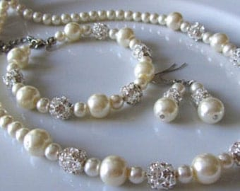 Bridal pearl jewelry set with pearls and crystal balls