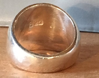 Size 6 STERLING SILVER Hammered Modernist Heavy 8.5 Grams Wedding Band Ring
