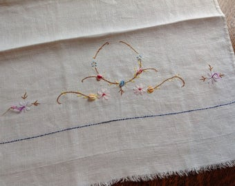 Vintage Linen Dish Towel, Embroidered Towel, Tea Towel, Floral Linens, Vintage Linens