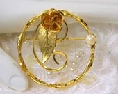 On Sale Vintage Circle Pin Genuine Cultured Pearl Gold Tone Wire Design Leaf Rose