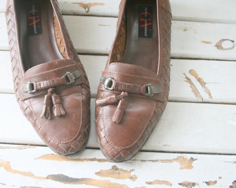 Vintage BOHO Loafers...size 8 women...flats. shoes. tassles. designer vintage. brown. classic. mod. autumn. glam. 1980s. fall. urban. indie.