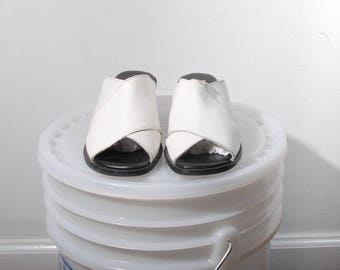 Size 7 / Vintage White Leather Sandals / 90's