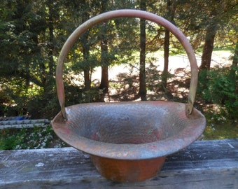 Vintage Coppercraft Guild 1960s to 1970s Metal Basket Copper/Brass Hammered Repousse Not Polished Patina Centerpiece Dull Not Shiny