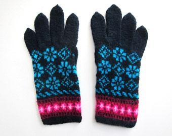 Teal Details Fair Isle Gloves hand knit in wool. Size M.