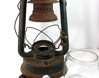 Paull's Leader Large No. 2  Fount Tubular Kerosene Lantern