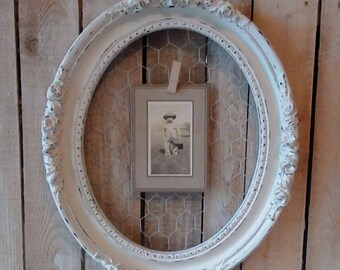 Oval Picture Frame,  Painted Off White Chicken Wire frame, Shabby Cottage, French Provincial, Romantic Cottage, Wall decor