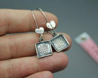 silver earrings|sterling earrings|snowflake earrings|interchangeable earrings|interchangeable jewelry|silver snowflakes