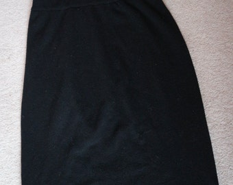 Black fine knit wool and angora knee length skirt by Bennetton 44