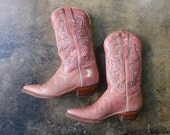 6 1/2 B Salmon Cowboy BOOTS / Vintage leather Women's Boots / Pointed Toe Western Shoes / Pale Pink