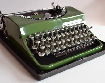 Unique Vintage 1950s Forest Green Olivetti MP1 Typewriter Design (Needs to be fixed) Glass keys