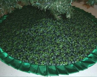 "St. Patrick's Day Tree Skirt ~ 47"" ~ Shamrocks on Black"