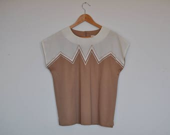 Vintage Zig Zag Pattern Tan and Cream Keyhole Back Oversized Boxy Blouse Top