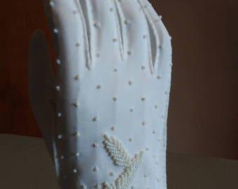 Vintage Pretty white beaded gloves
