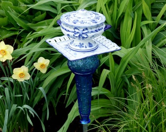 Outdoor GARDEN DÉCOR garden TOTEM made with recycled glass