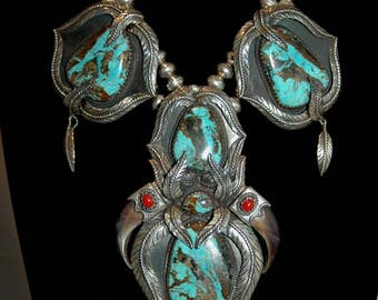 Huge Outstanding Gorgeous Navajo Kakikki Stunning Turquoise And Coral Squash Blossom Pendant Feather Necklace 232 Grams