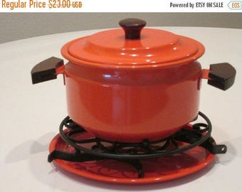Vintage One Quart Pot With Tray and Trivets. Burnt Orange