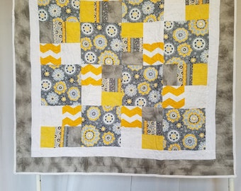 Yellow & grey floral quilt