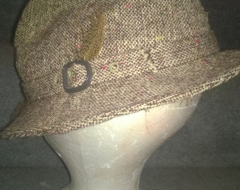Vintage Tweed Wool Fedora Size 7 1/4-7 3/8 with Speckled Feather