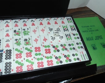 Vintage Mah Jong Mahjong travel case 148 Tiles plus 1 die Plastic Aloha Travel Games