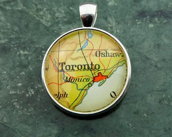 NECKLACE or KEYCHAIN, Canada, TORONTO, Pendant, Ø 1 inch, nickle free steel, Cabochon, Glass, Atlas, Vintage, Jewelry