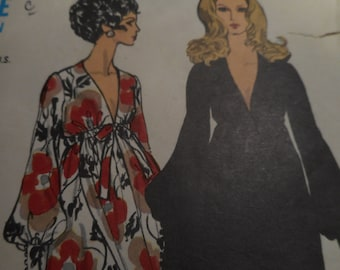 Vintage 1970's Vogue 7630 Dress Sewing Pattern, Size 12 Bust 34