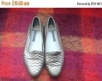SALE Gold Oxford Shoes Flats Vintage 80s size 6