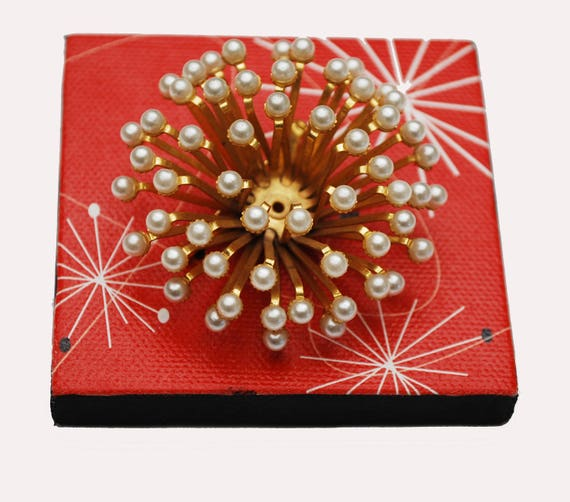 Pearl Atomic Brooch - White  Gold - domed  3-d  Pin Coushin - Starburst - Flower Floral - Mid Century