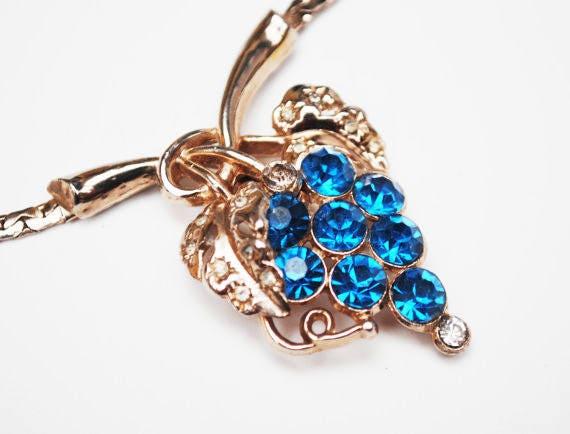 Blue Rhinestone Grape Necklace -  light gold tone  chain - mid century - collar necklace