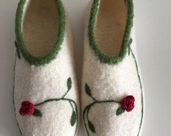 "Felt shoes ""Rose vine"""