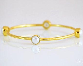 Freshwater pearl bangle bracelet - Pearl gold bracelet, June Birthstone, Bridesmaid gift, wedding jewelry, bridesmaid bracelet, gift for her