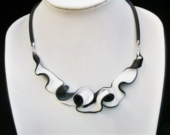 White black wavy swirly choker/ polymer clay white up black under/ pendant hanging on 2 sides on rubber base chain.