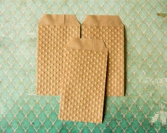 "Embossed Kraft Paper Bags - Favor bags, Wedding favors, Treat bags - embossed hearts  - set of 10 (2,75"" x 4,45"")"