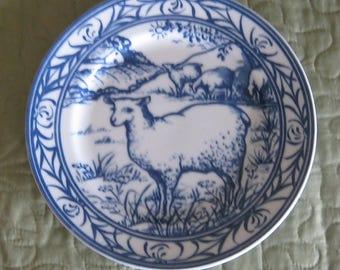 Williams Sonoma Brittany Blue and White Lamb Plate 7 7/8 inch diameter Pristine Condition