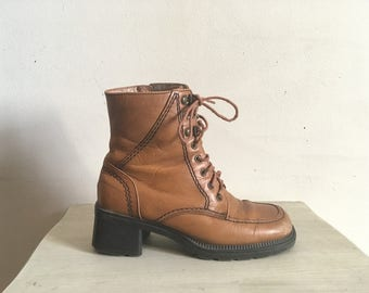 90s does 70s butterscotch 8 eyelet boots, combat boots, hiking boots, size 6 - vintage -