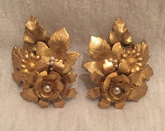 Vintage 1980s Gold and Pearl Cluster Earrings