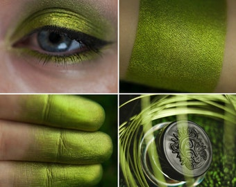 Eyeshadow: Hidden Chrysotile Grotto - Mountain Thorp. Bright green satin eyeshadow by SIGIL inspired.
