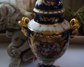 Vintage, Courting Urn