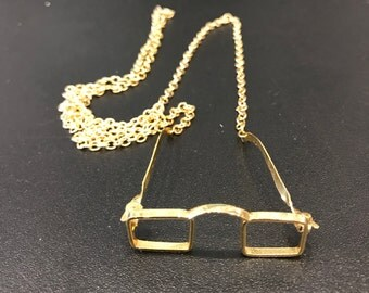 Vintage gold tone metal 3 dimensional eye glass pendant necklace.