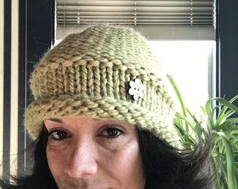 Pearl beanie hat // lime