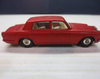 Matchbox Lesney No. 24 Rolls Royce Red Silver Shadow 1974-1977