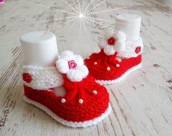 Knitted baby shoes baby shoes baby shoes pink White hand made