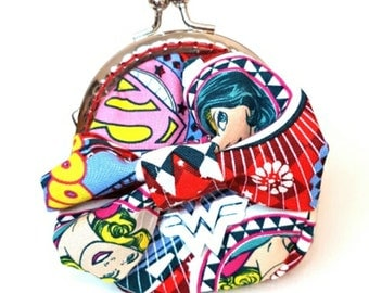 Red Wonder Woman Supergirl Kiss Clasp Purse